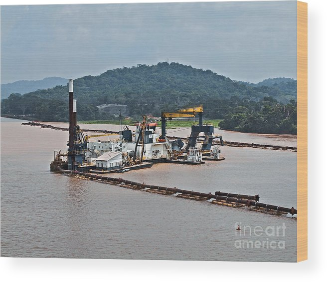 Barge Wood Print featuring the photograph Panama050 by Howard Stapleton