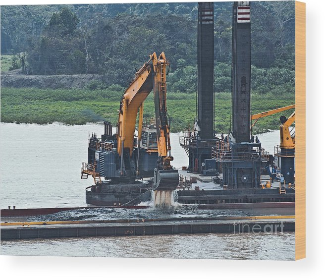 Barge Wood Print featuring the photograph Panama055 by Howard Stapleton