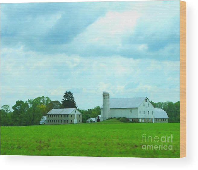 Landscape Wood Print featuring the photograph Pennsylvania Barn by Judy Waller
