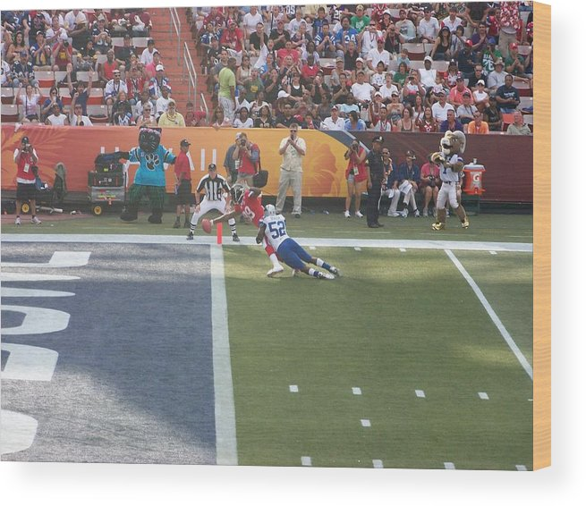 Football Wood Print featuring the photograph Reach by Bill Judge