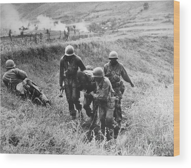 1950 Wood Print featuring the photograph Korean War: Wounded, 1950 by Granger