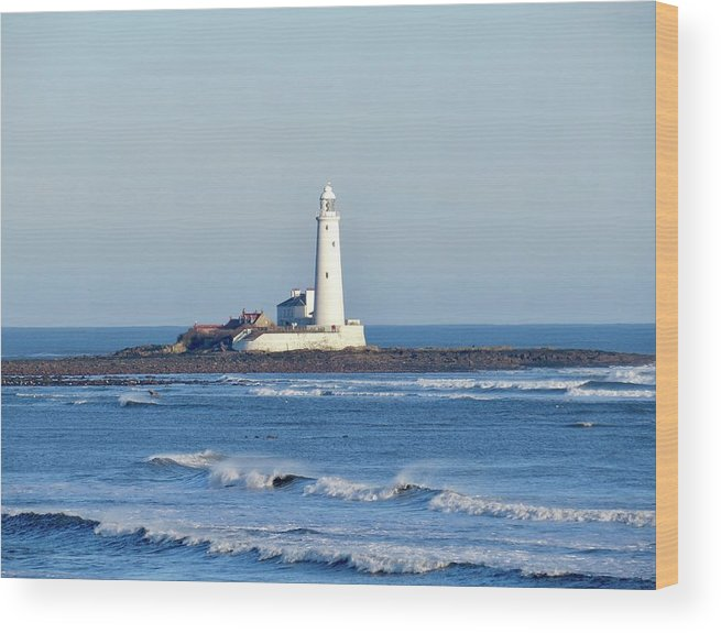 England Wood Print featuring the photograph St Mary's Lighthouse Whitley Bay by Mr Bell Travels
