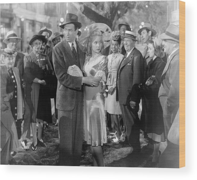 1940s Movies Wood Print featuring the photograph Its A Wonderful Life, Center From Left by Everett