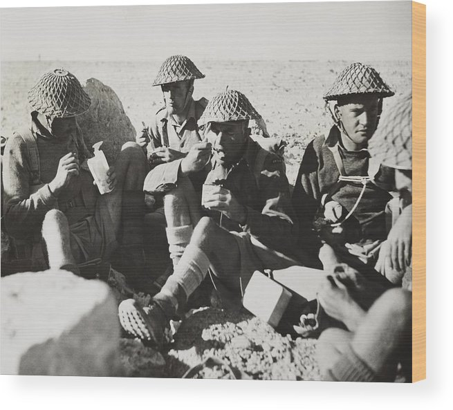 History Wood Print featuring the photograph New Zealanders In Libya Eat Lunch by Everett