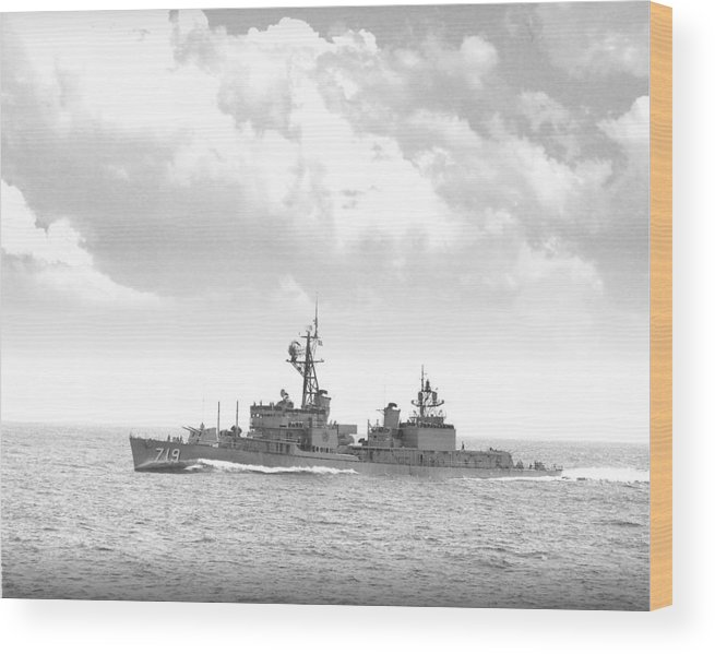 Ship Wood Print featuring the digital art Dd 719 Uss Epperson by Mike Ray