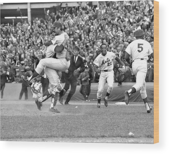 American League Baseball Wood Print featuring the photograph N.y. Mets Defeat The Baltimore Orioles by New York Daily News Archive