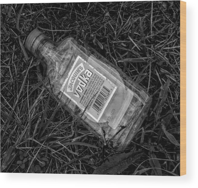 Alcohol Wood Print featuring the photograph The Romance Of Alcohol by Robert Ullmann