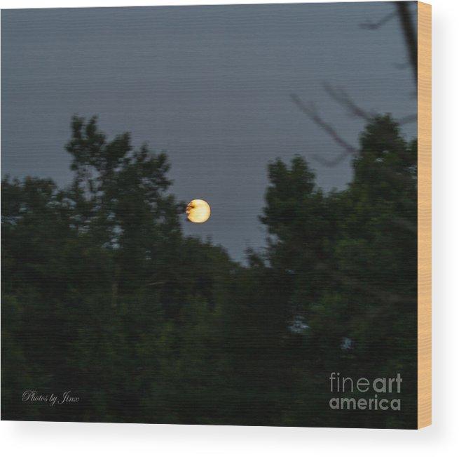 Rising Moon Wood Print featuring the digital art Super Moon 2013 by Jinx Farmer
