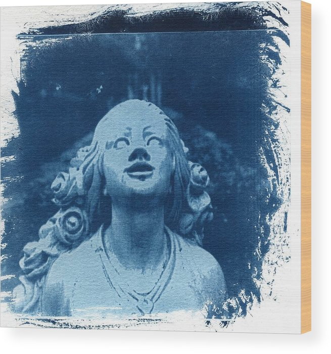 Head Wood Print featuring the photograph Looking Up by Jane Linders
