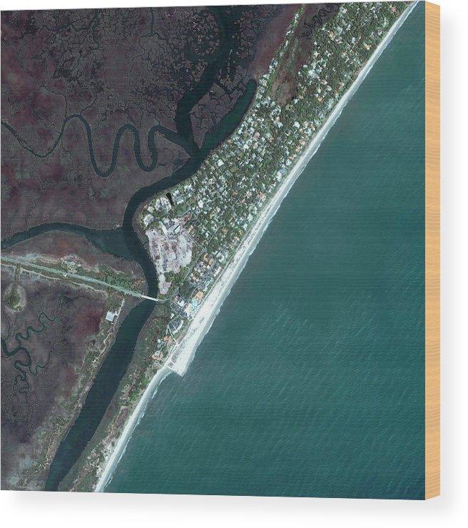 Sea Island Wood Print featuring the photograph Sea Island by Geoeye/science Photo Library