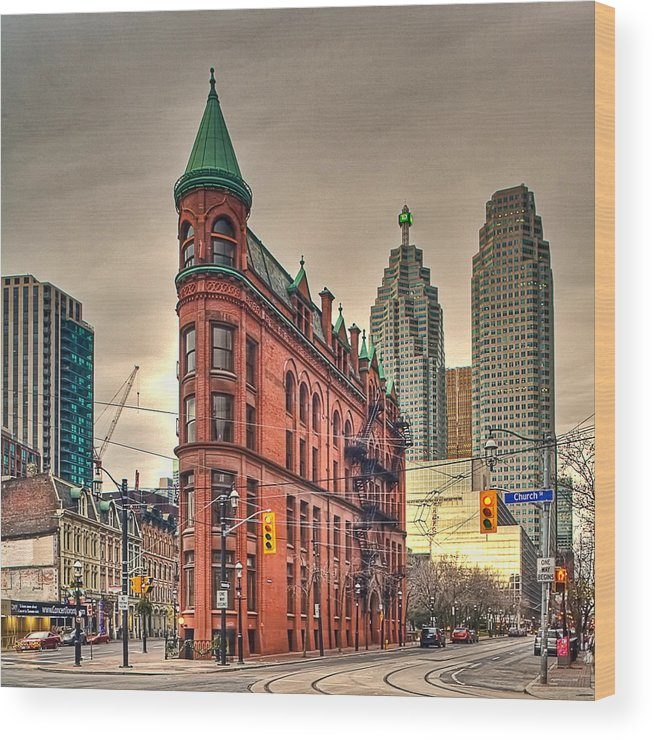 Toronto Wood Print featuring the photograph Toronto Flatiron Building by Theo Tan
