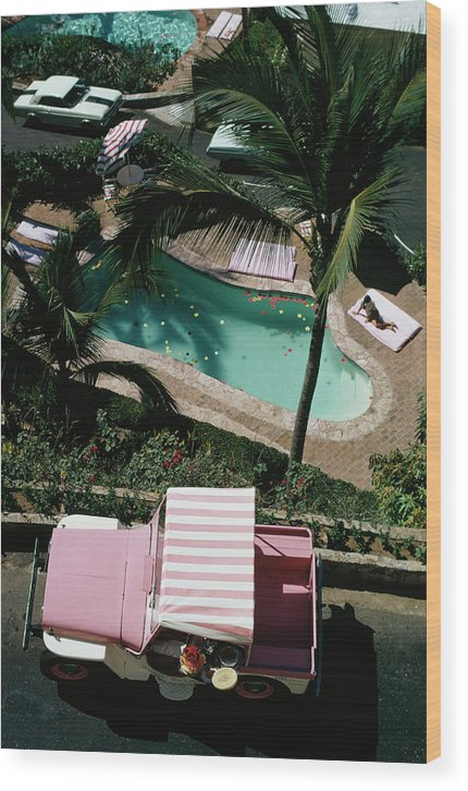 People Wood Print featuring the photograph Las Brisas by Slim Aarons