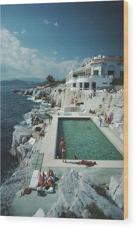 Recreational Pursuit Wood Print featuring the photograph Eden-roc Pool by Slim Aarons