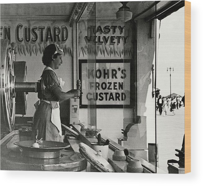 Cityscape Wood Print featuring the photograph A Woman Selling Custard by Lusha Nelson
