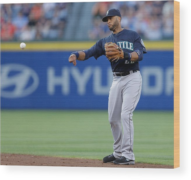 Atlanta Wood Print featuring the photograph Seattle Mariners V Atlanta Braves by Mike Zarrilli