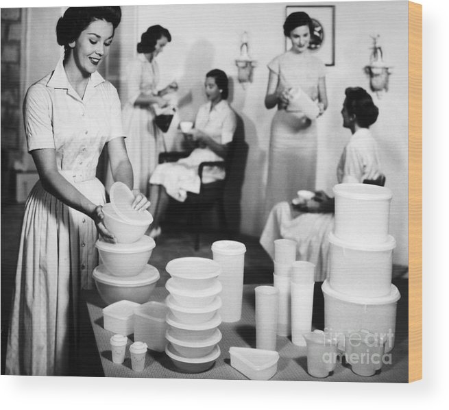 1950s Wood Print featuring the photograph TUPPERWARE PARTY, 1950s by Granger