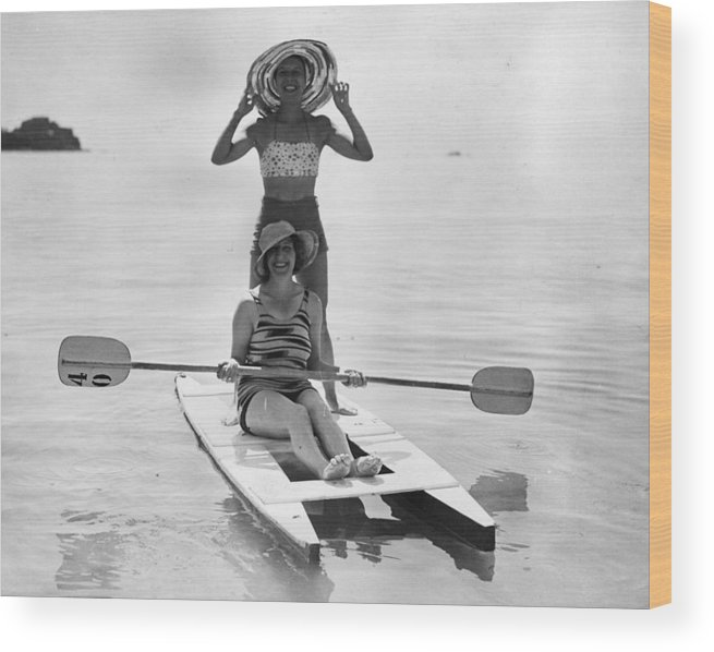 Recreational Pursuit Wood Print featuring the photograph Holiday Canoers by E. Phillips