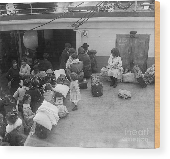 Child Wood Print featuring the photograph Italian Immigrant Children by Bettmann