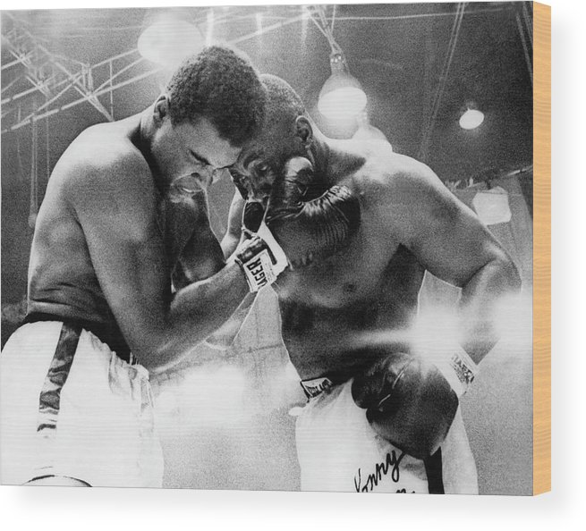Heavyweight Wood Print featuring the photograph The Cassius Clay Vs Sonny Liston World by Keystone-france