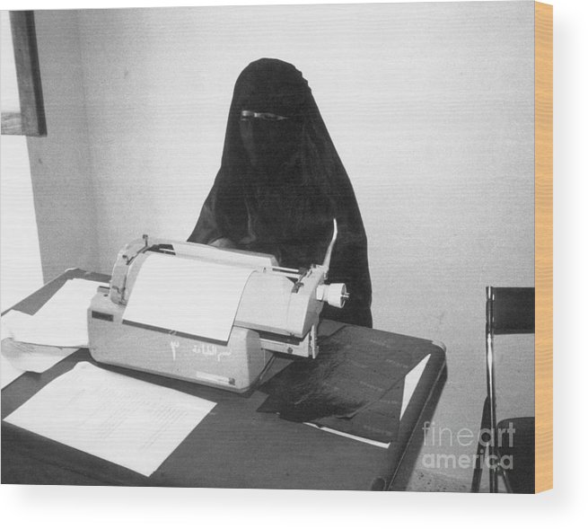 Working Wood Print featuring the photograph Yemeni Woman Typing In Chador And Veil by Bettmann