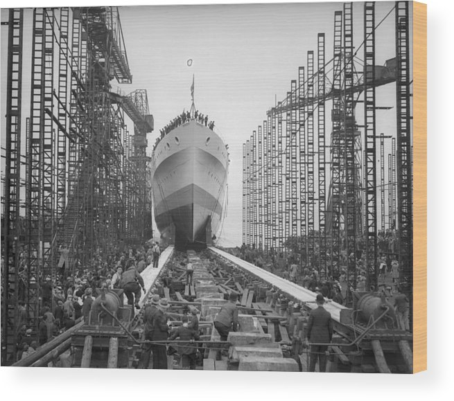 Crowd Wood Print featuring the photograph Hms Glasgow by Fox Photos
