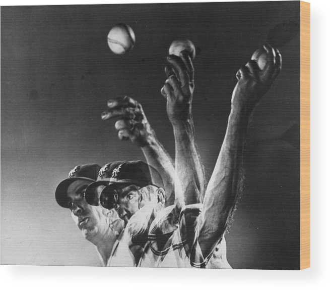 Curve Wood Print featuring the photograph Carl Hubbell by Gjon Mili