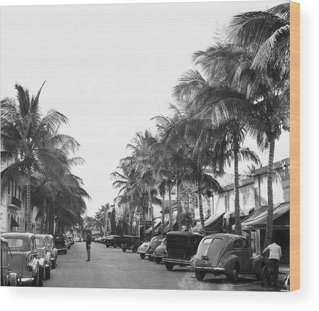 Pedestrian Wood Print featuring the photograph Palm Beachs Worth Avenue by Bert Morgan
