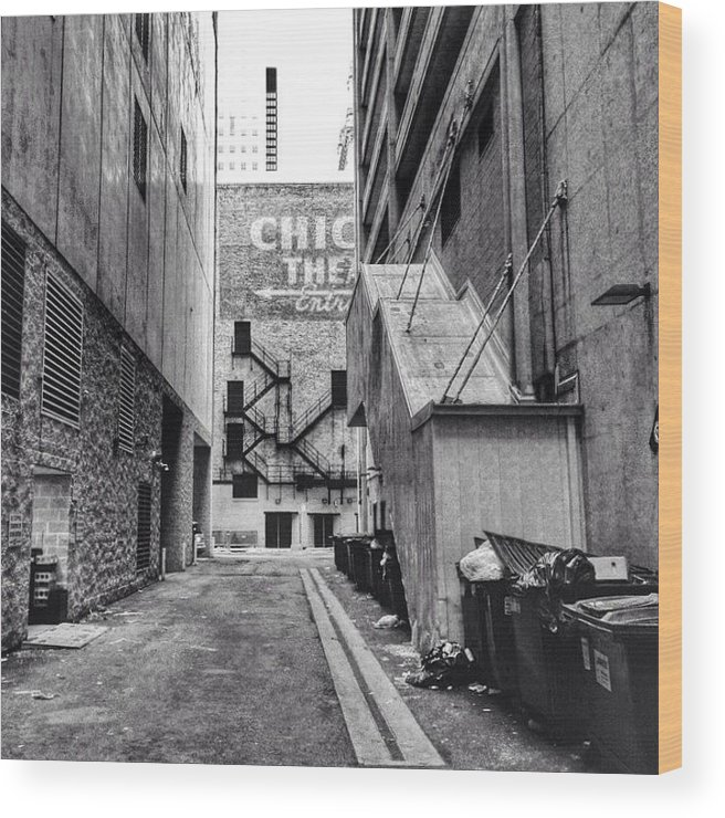 Hdr Wood Print featuring the photograph Alley By The Chicago Theatre #chicago by Paul Velgos
