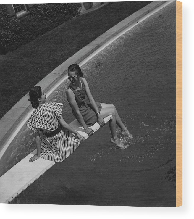 Beauty Wood Print featuring the photograph Models On A Diving Board by Toni Frissell
