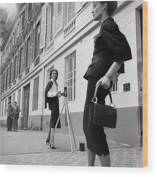 Fashion Wood Print featuring the photograph Suzy Parker Photographing A Model In Front by Jacques Boucher