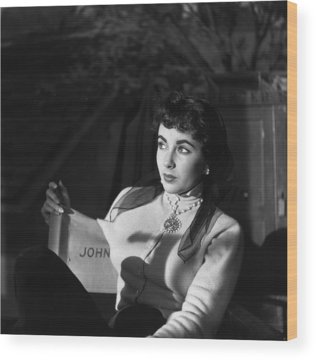 People Wood Print featuring the photograph Elizabeth Taylor by Daniel Farson