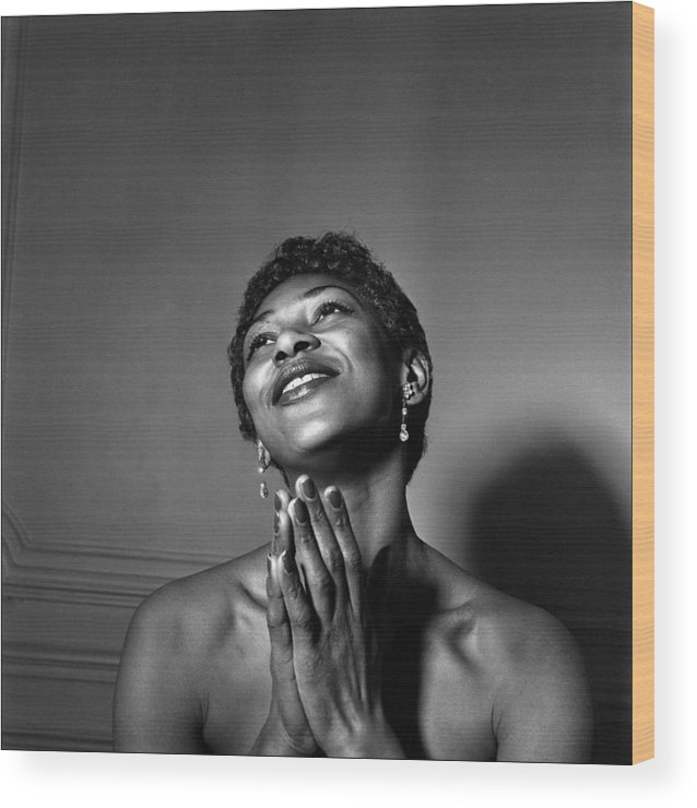 Singer Wood Print featuring the photograph Leontyne Price by Reporters Associes