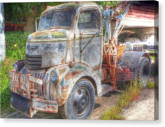 0281 Old Tow Truck Canvas Print