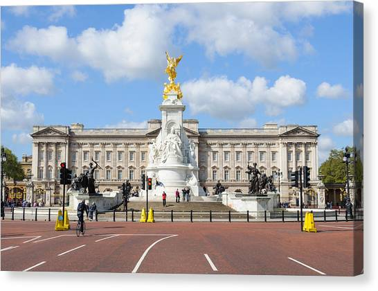 Buckingham Palace In London Canvas Print