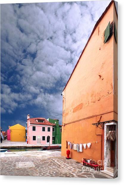 Burano 07 Canvas Print by Giorgio Darrigo