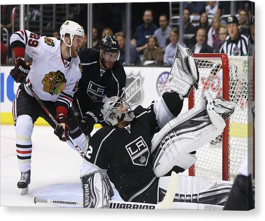 Chicago Blackhawks V Los Angeles Kings Canvas Print by Jeff Gross