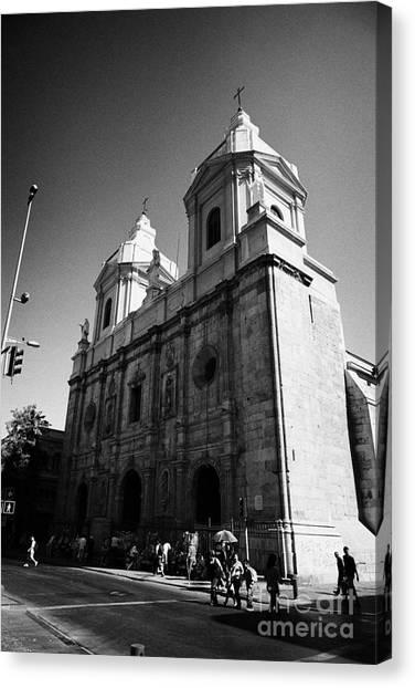 Iglesia De Santo Domingo Santiago Chile Canvas Print by Joe Fox