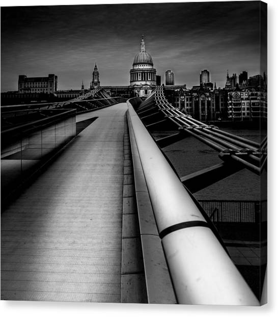 London St.paul's Cathedral Canvas Print by S J Bryant