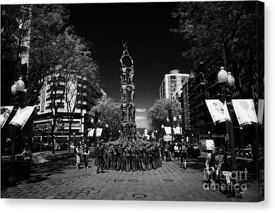 Monument To The Castellers On Rambla Nova Avenue In Central Tarragona Catalonia Spain Canvas Print by Joe Fox