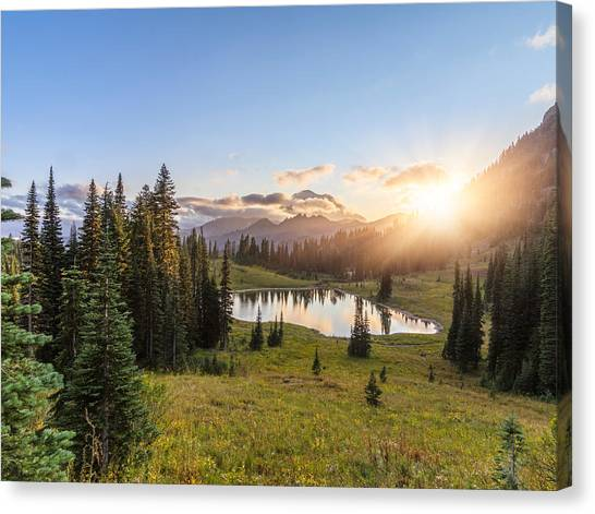 Mt.rainier In Sunset Canvas Print by Chinaface
