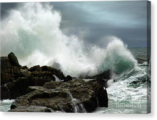 Canvas Print featuring the photograph Neptune's Rath by Glenda Wright