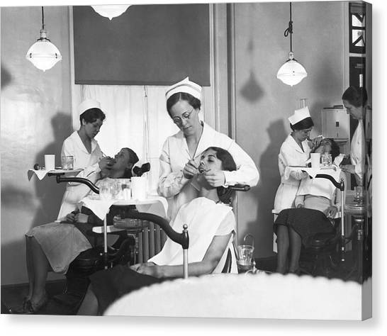 Aac Canvas Print - Students At A Dental School by Underwood Archives