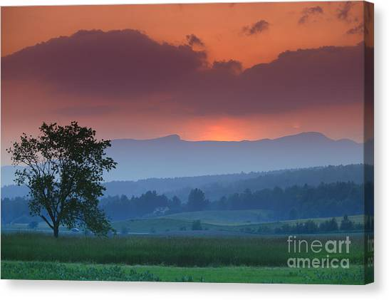 Sunset Over Mt. Mansfield In Stowe Vermont Canvas Print