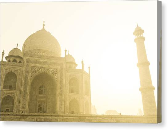 Taj Mahal In The Morning Canvas Print