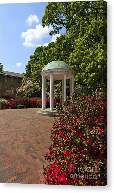The Old Well At Chapel Hill Canvas Print
