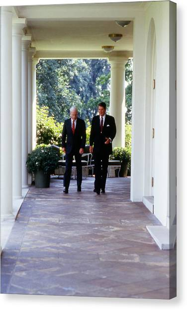 John Mccain Canvas Print - The White House, Republican Senator by Everett