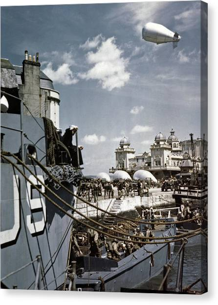 Wwii D-day, 1944 Canvas Print by Granger
