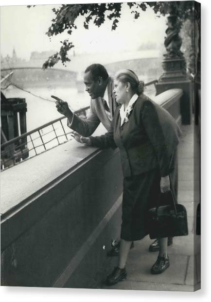 Paul Robeson Goes Sightseeing In London Canvas Print by Retro Images Archive