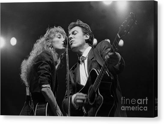 Folk Singer Canvas Print - Musicians Patti Scialfa And Bruce Springsteen by Concert Photos