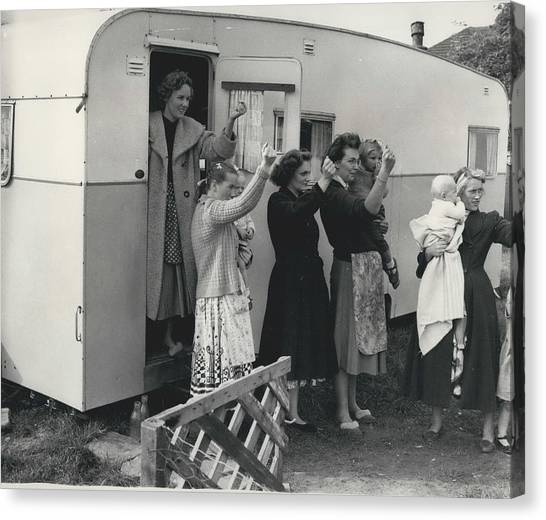 Caravan Site Eviction Force Withdraws Canvas Print by Retro Images Archive